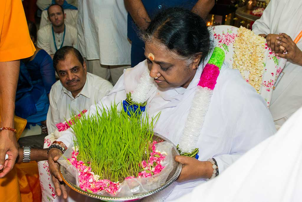 Amma Blesses Good News from Sadivayal